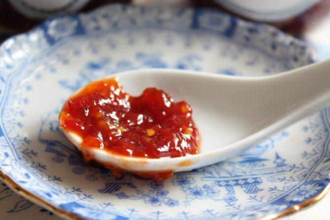 zelfgemaakte chilisaus