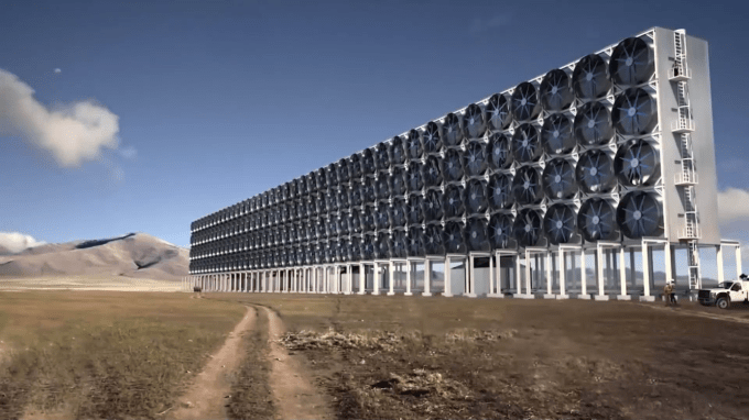 This Machine Captures CO2 From Air And Turns It To Fuel.mp4_000429208