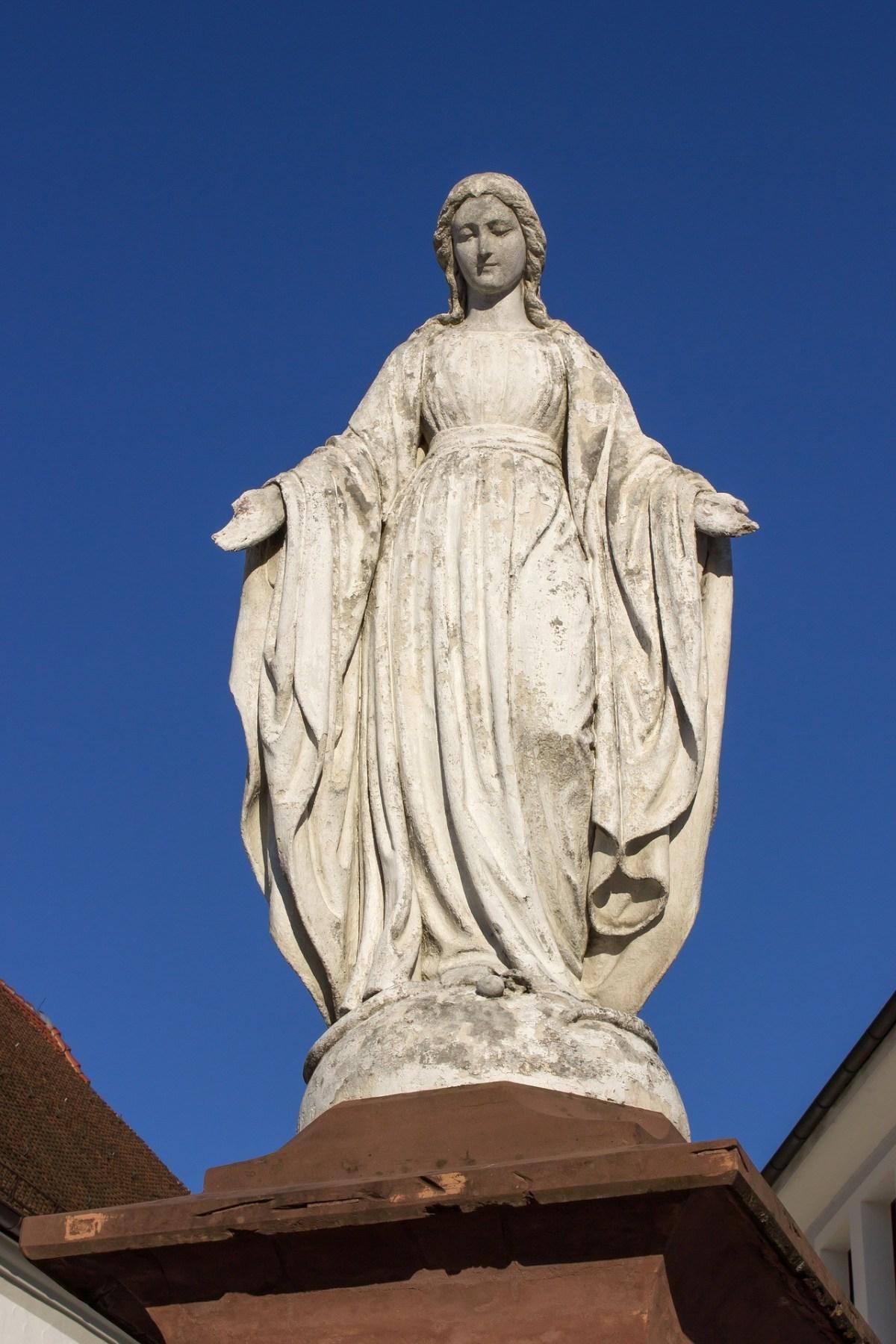 8 bibliska punkter som stödjer den katolska tron på helgon och Maria