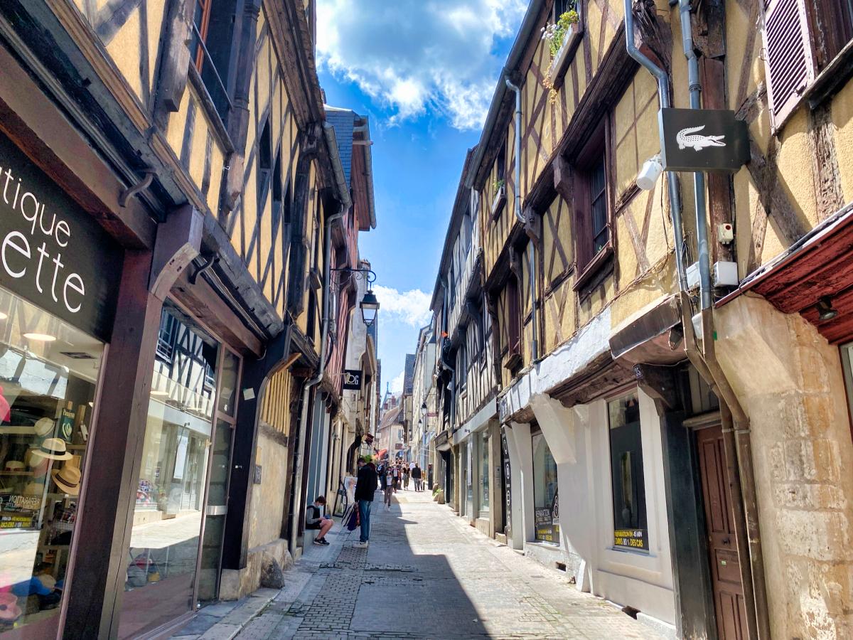 rue commerçante de bourges
