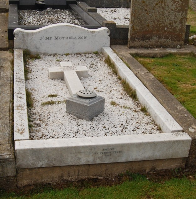 Unknown serviceman's grave, Kirk Patrick Churchyard, Isle of Man