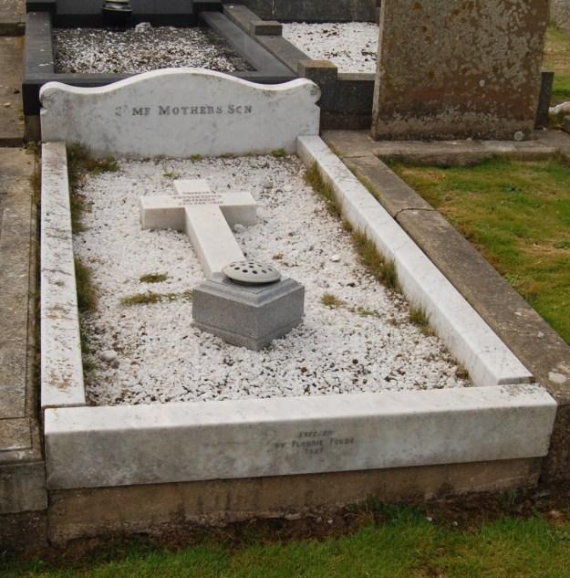 Unknown serviceman's grave, Kirk Patrick Churchyard, Isle of Man