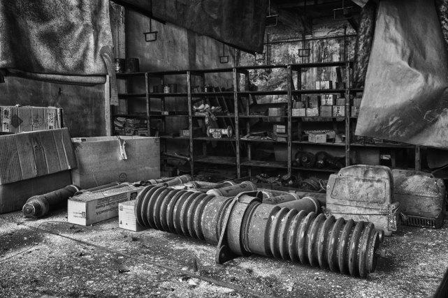 Antiguos fusibles en la salida fotografica a la fábrica abandonada