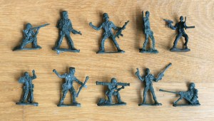 How to make a Plastic Army Men Fruit Bowl