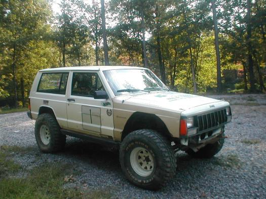 Lifted Jeep Cherokee fenders trimmed