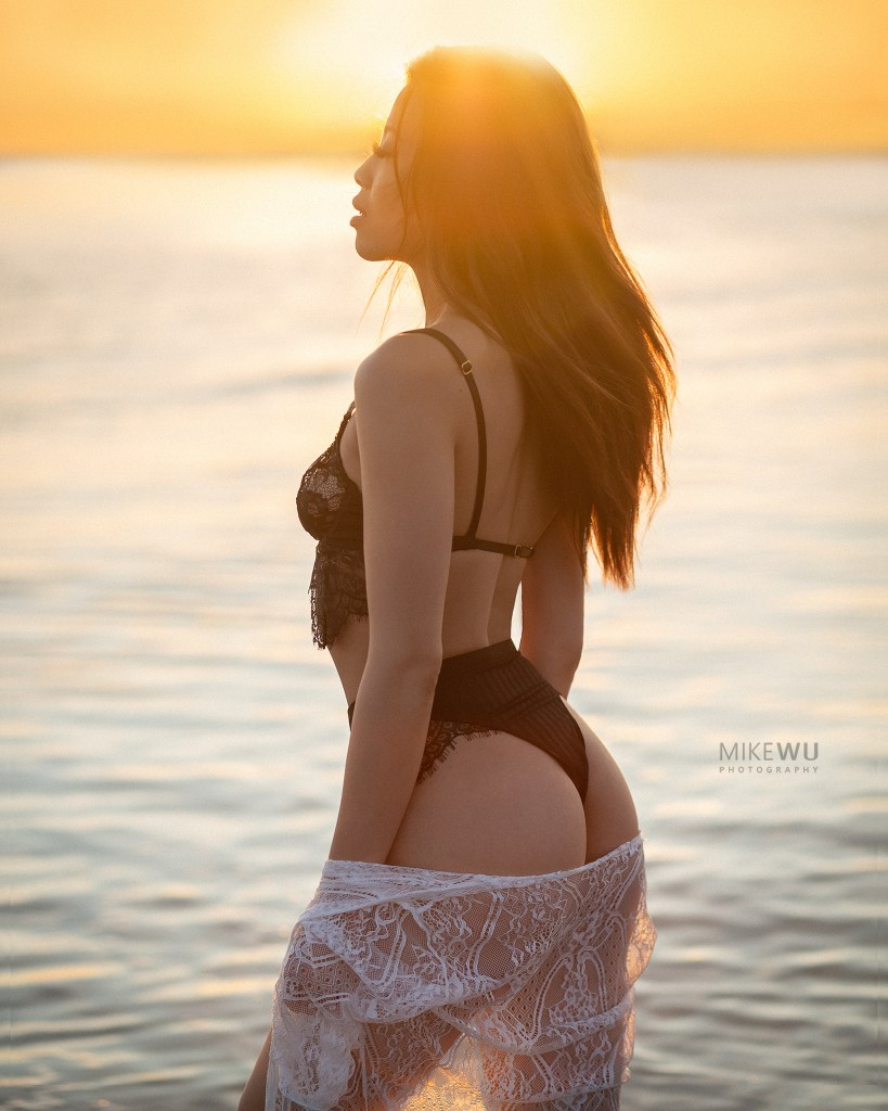 vancouver portrait photographer mike wu outdoor boudoir session wreck beach waves water fabric beach shawl lingerie sunset horizon ocean beautiful sexy pretty asian model