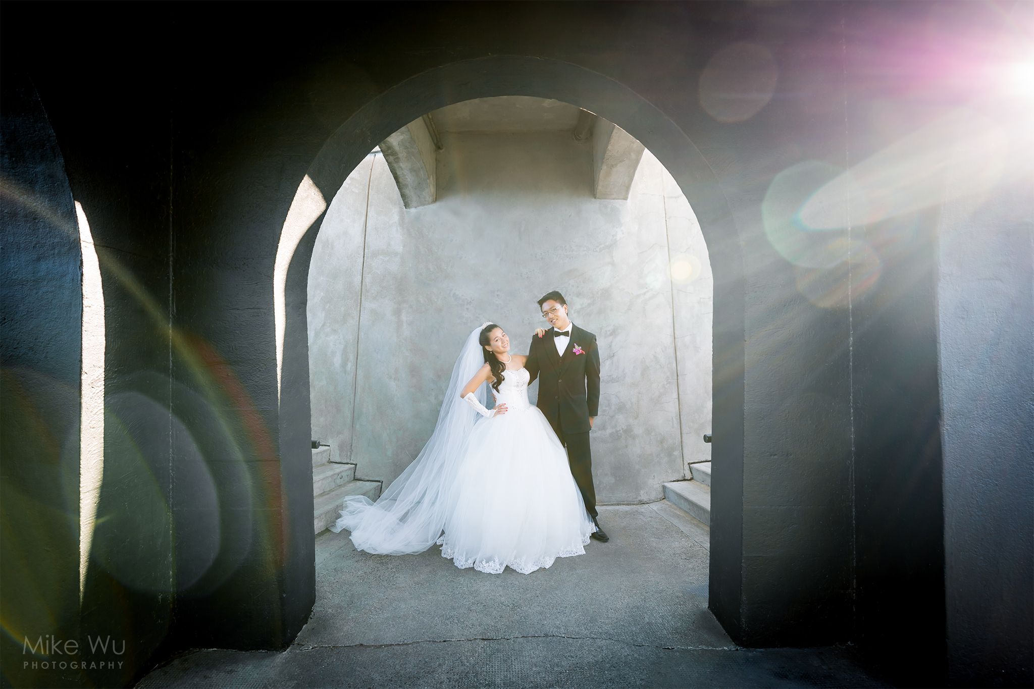 Love, Vancouver, Wedding, Brockton Point Lighthouse, Stanley Park, newlywed, couple, bride, groom, sunset, arches, flare, frame, fall