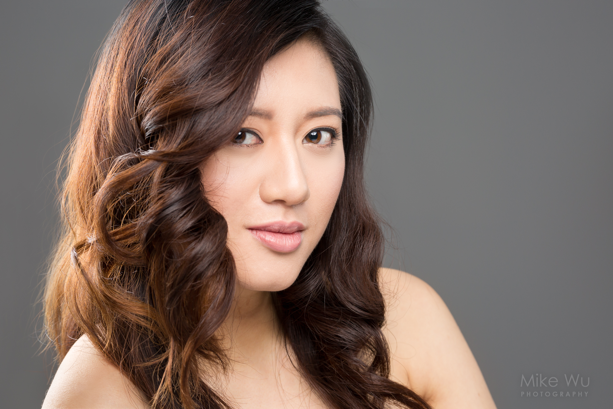 vancouver portrait photographer mike wu indoor studio headshot chinese asian beautiful clean lovely smile christine
