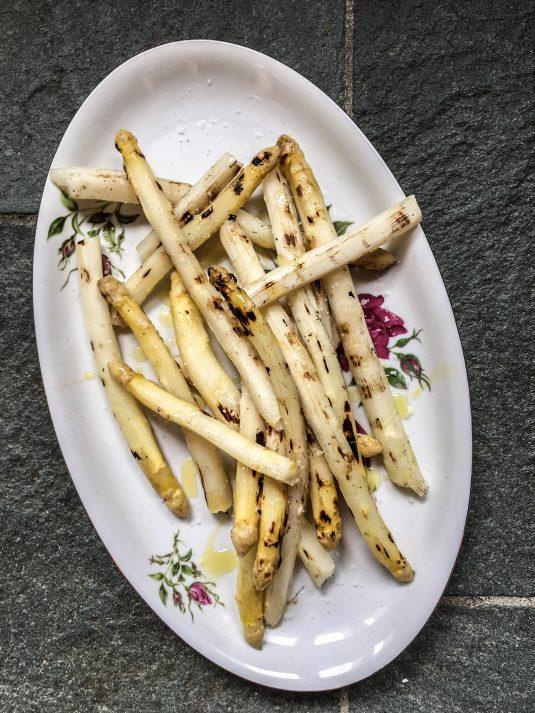 Grillede hvide asparges - Mikkels Madblog