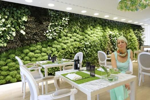 plant-wall-restaurant