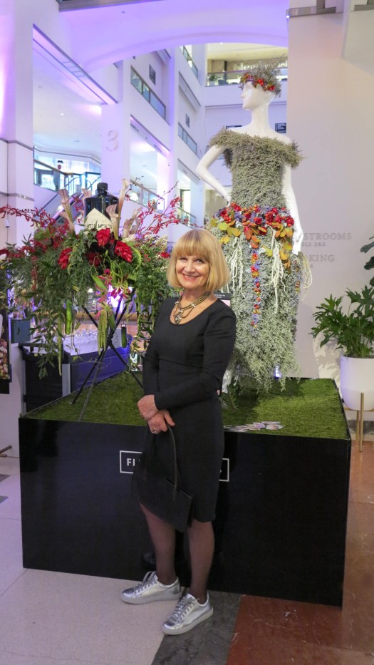 Tatiana-Chelekhova-floral-designer-creatig-floral-dress