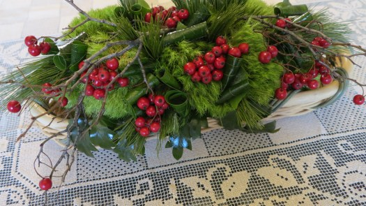 DIY-easy-Christmas-table-arrangement