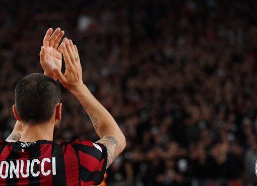 Leonardo Bonucci ringrazia e applaude i tifosi rossonero dopo la finale di Coppa Italia Juve-Milan