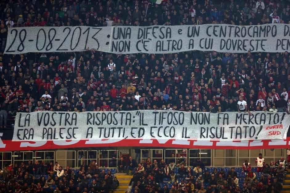Calcio: Milan-Fiorentina; contestazione Curva Sud dopo 0-2