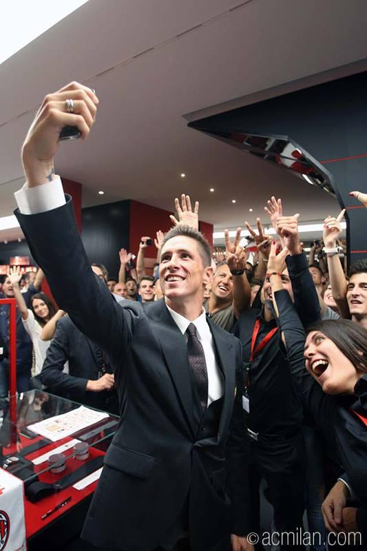 Torres_selfie_Casa_Milan