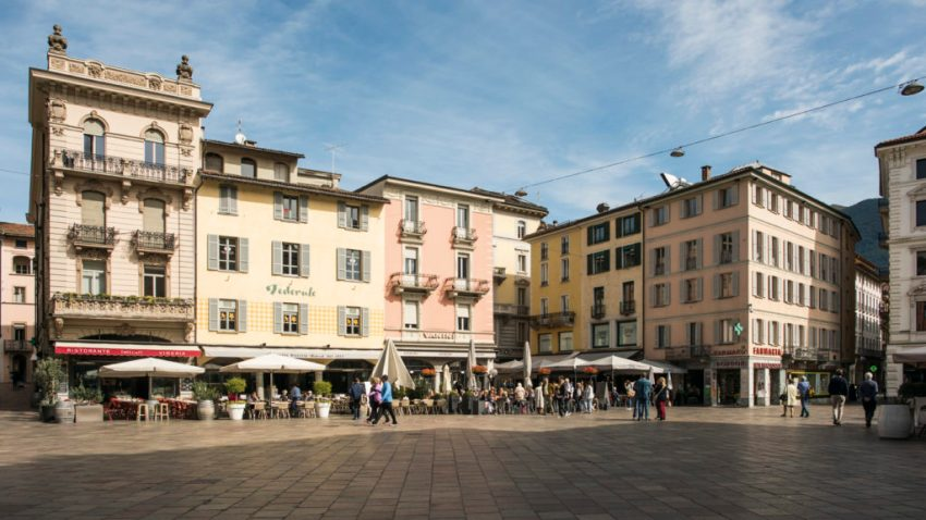 Schweiz. ganz natuerlich. Piazza Grande in Lugano