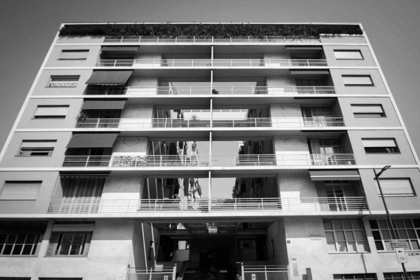 """""""Casa Rustici"""" parte della mostra fotografica open air in via Montenapoleone """"Mi[x(xx)]ing Architecture"""""""