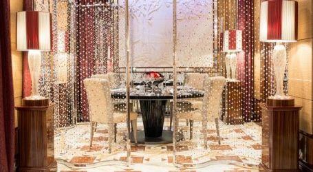 Cena a un Tavolo di Cristallo