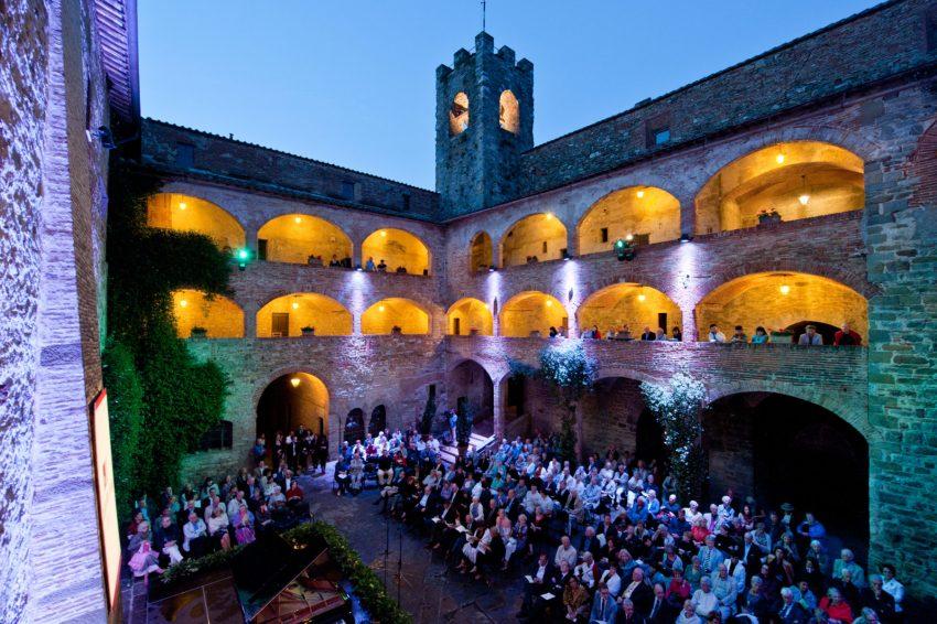 Un concerto del TMF al Castello dei Cavalieri di Malta, a Magione