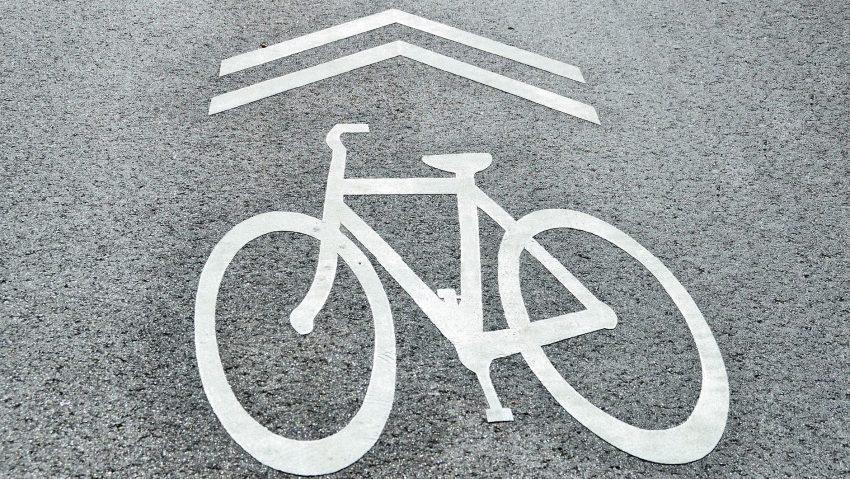 Segnale pista ciclabile in città