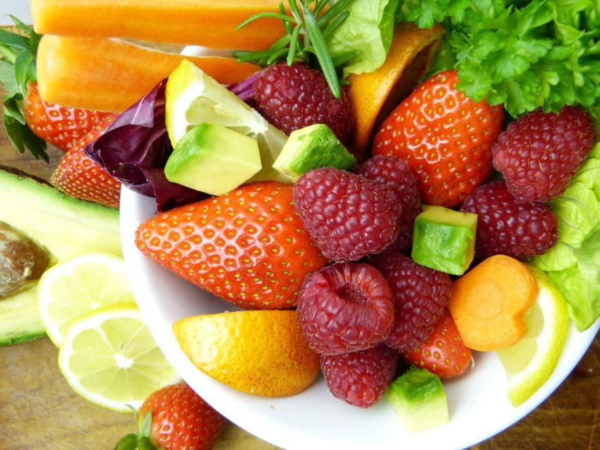 Ciotola di frutta fresca di stagione