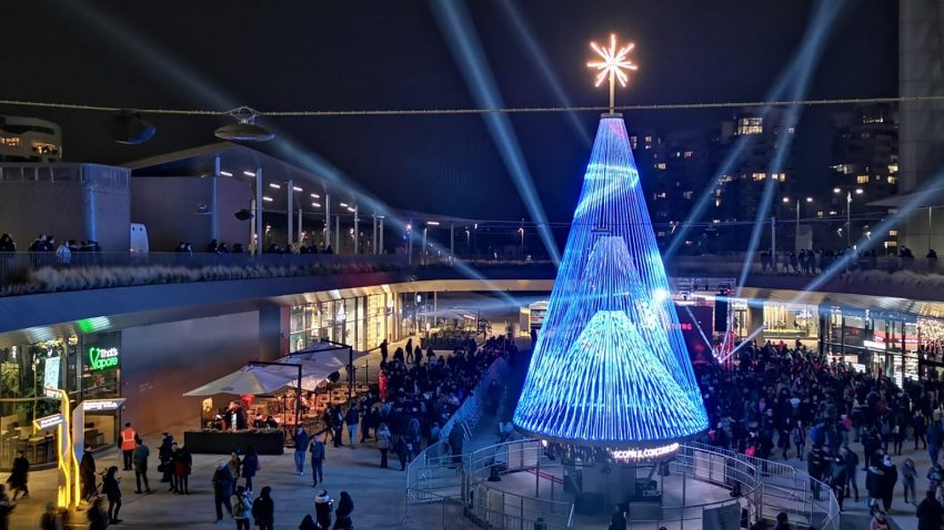 È a CityLife il primo albero di Natale dotato di Intelligenza Artificiale