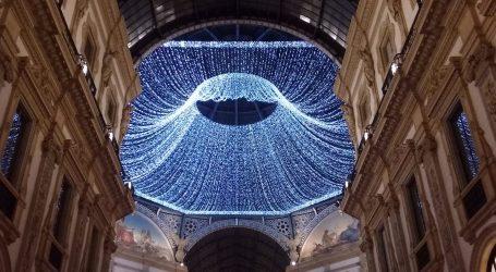 Natale a Milano, si accendono Galleria e portici