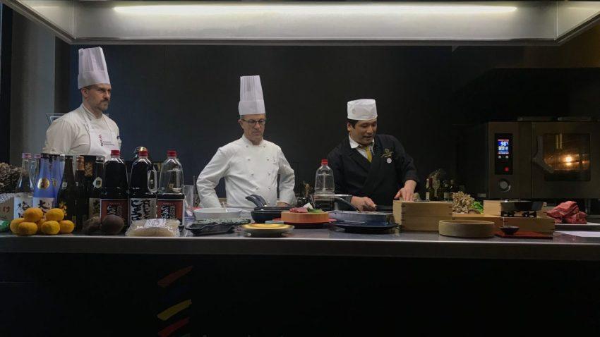 Arai in scena con la vera cucina giapponese
