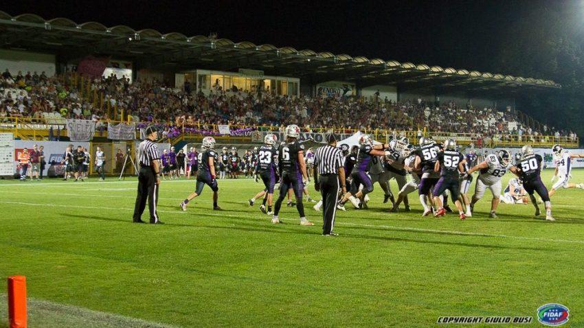Lo stadio di Sesto San Giovanni durante la partita - foto di Giulio Busi
