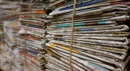 L'edicola mobile di Milano, i giornali si vendono su un'Ape