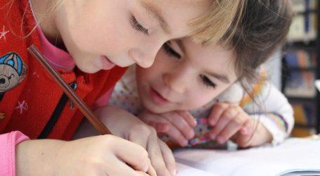 Coronavirus: figurine e pennarelli per i bambini di Milano