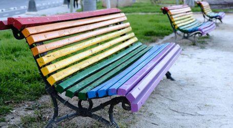 Le panchine arcobaleno di Milano per combattere l'omofobia