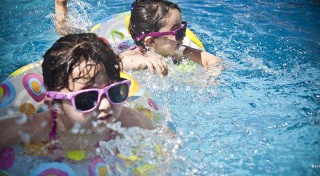 Bambini in piscina: le regole dell'ISS