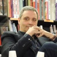 Scrivere è come andare a vela. Intervista a Maurizio de Giovanni, ospite oggi alle 18.00 del Noir in Festival