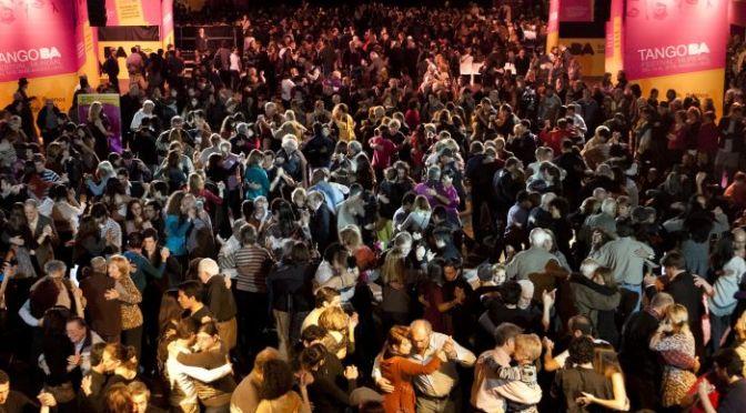 Nelle milonghe di Buenos Aires, un rito che inizia da casa – Dai nostri inviati al Mondiale di tango