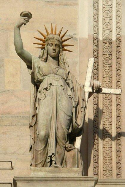 Милан, Статуя Свободы на Домском Соборе