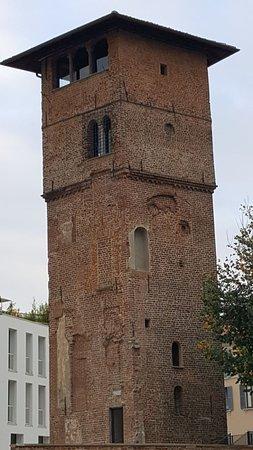 Милан, башня Горани