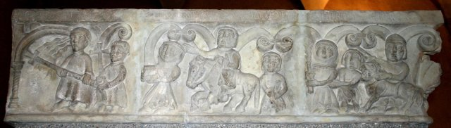 фриз со средневековых городских ворот