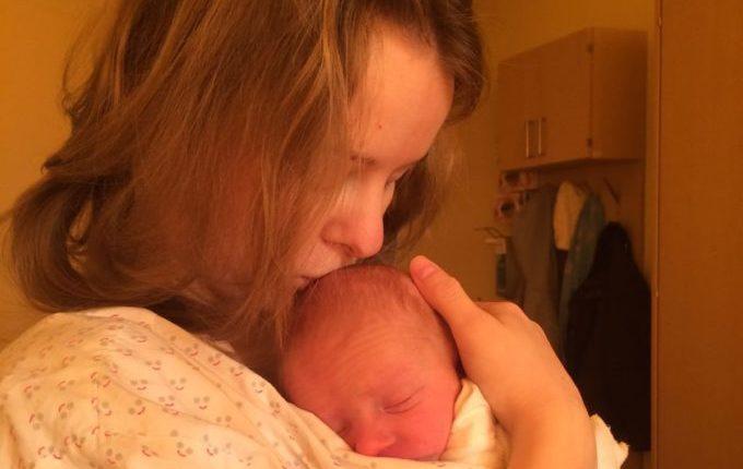Baby im Arm