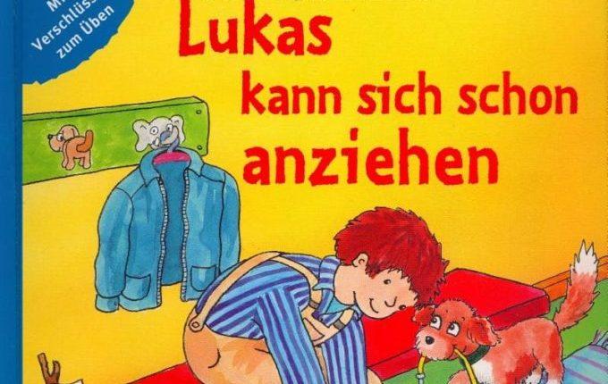 Lukas kann sich schon anziehen