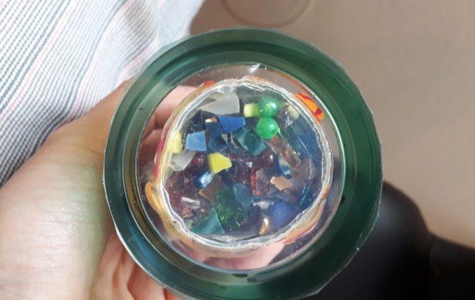 Kaleidoskop - mit Glasperlen, Glasscherben und Deckel