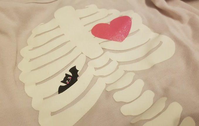 Skelett Schlafanzug mit Fledermaus und Herz