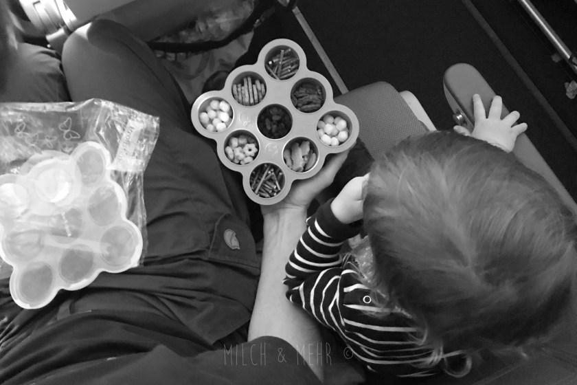Langen Flug mit Kleinkindern entspannt ueberstehen