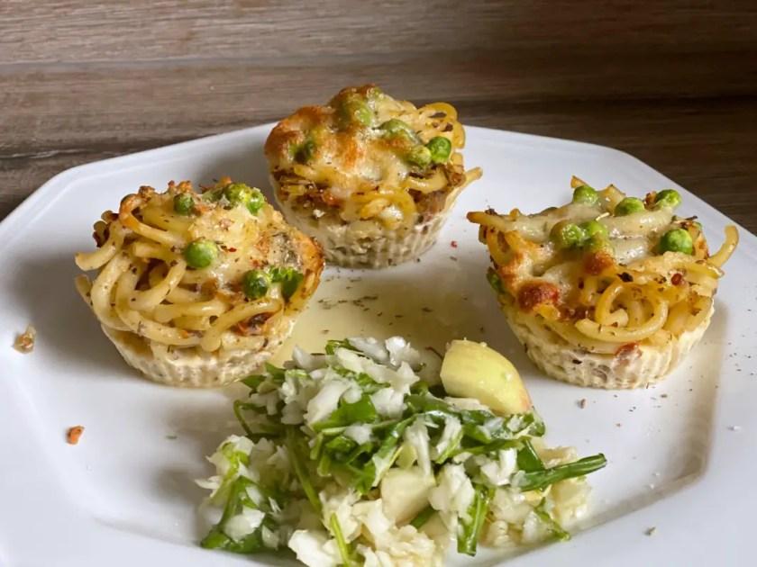 Spaghetti Muffins mit Salat