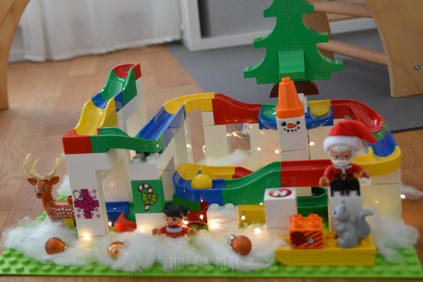 Kugelbahn als Weihnachtsdekoration