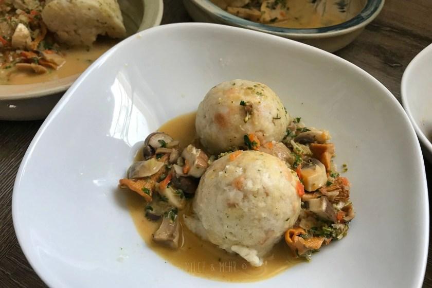 Mittagessen Kloesse mit Pilzsauce