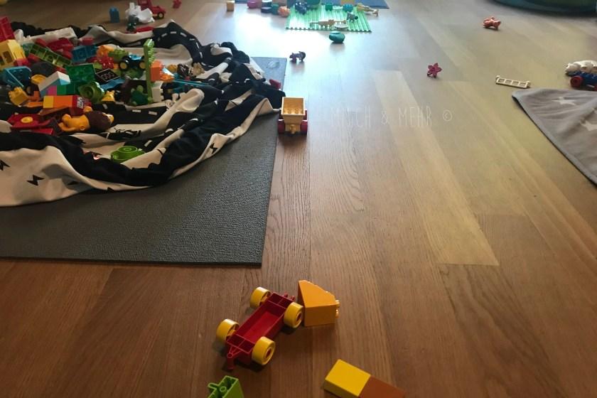 Spielzeug Chaos am Sonntagmorgen