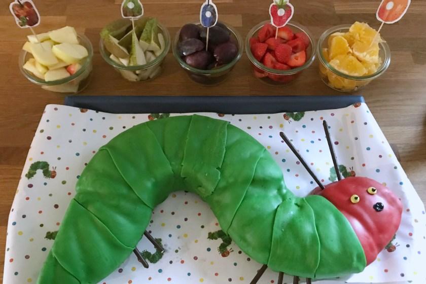 Raupe Nimmersatt Kuchen aus Springform mit Loch in der Mitte Anleitung