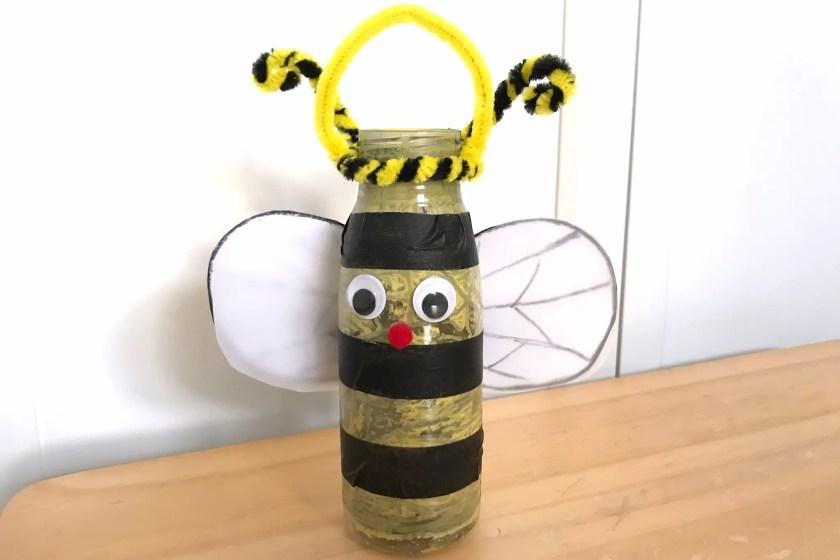 Biene Schmetterling Laterne aus Smoothieflasche