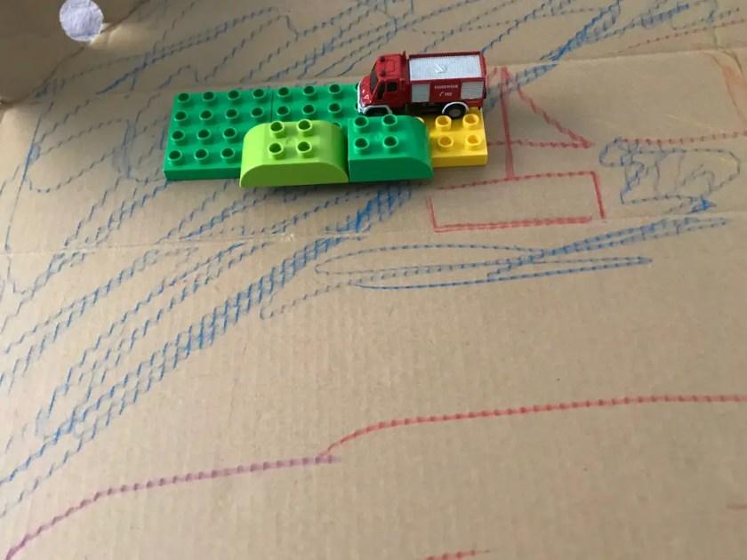 DIY Spielteppich Pappkarton